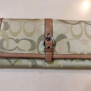 COACH Long Wallet ( good condition ) as ahown in the pic
