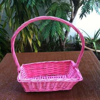 Pink rattan basket . Dimension 38 x 23 x 12cm. In good condition.