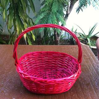 Red rattan basket . Dimension 37 x 30 x 13cm. In good condition.