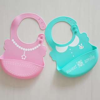 Pretty silicone waterproof bib