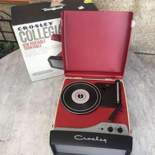 Crosley Collegiate retro turntable record player