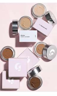 Glossier Stretch Concealer Flexible Coverage in Medium Shade