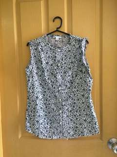 Banana Republic floral-patterned navy blue / white top