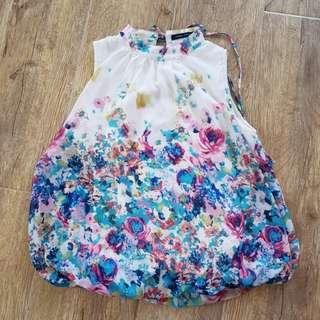 Csndy contemporary Floral top