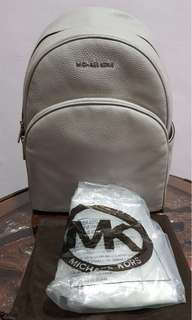 NWT michael kors abbey backpack size Large (No Nego)