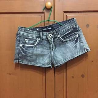 ✅黑牛仔短褲