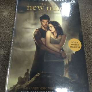 New Moon - Twilight Saga by Stephanie Meyer