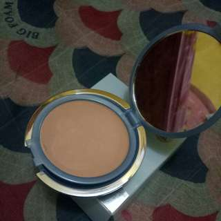 Wardah ligthenging two way cake Golden beige no 2