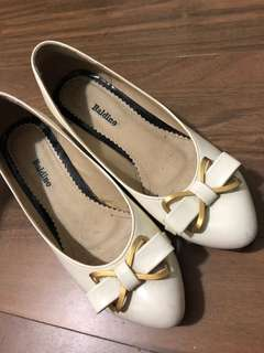 Gorgeous white and gold short heels