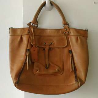 Genuine leather tote bag in camel