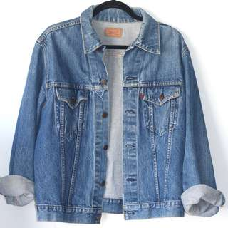 VINTAGE OVERSIZED LEVIS DENIM JACKET