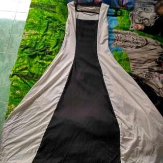 gaun hitam putih