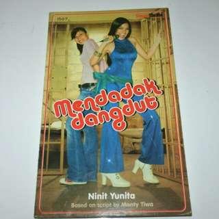 Novel Mendadak Dangdut - Ninit Yunita