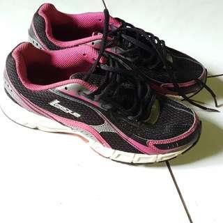 Sepatu Olahraga League