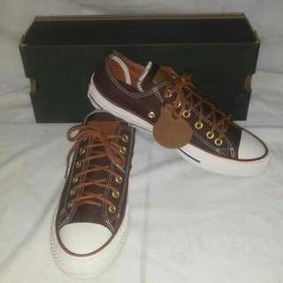 Sepatu converse coklat