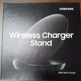 BNIB: Samsung Wireless Charger Stand EP-N5100