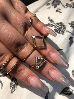 Beautiful 6 piece gold rings