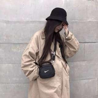 《早衣服》3月女王節👑潮流惡搞自製款nike勾勾mini swoosh shoulder bag迷你肩背包斜背包夾子包(預)