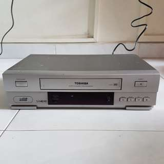 Toshiba V-E37 VHS  Video Cassette Player