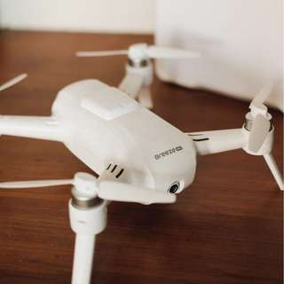 Yuneec Breeze 4K Drone (with case and propellers guards)