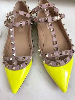 Valentino Rockstuds flats in Lime