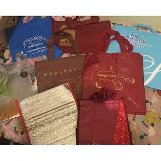 實用保温袋,有好多款,不同size,不同顏色,不同圖案(HK$10就有十個)
