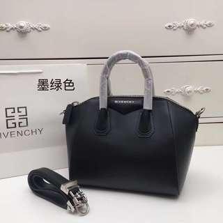 Givenchy 紀梵希型號6666#GIVENCHY經典機車包👄原版牛皮專櫃銀色鋼五金相結合size28cm