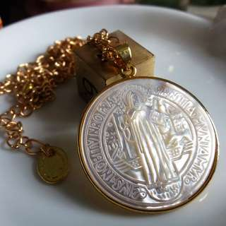 ✨ 天主教聖物牌 - 天然貝殼雕刻神聖護符 鍍金底座頸鏈 ✨