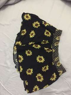 Don't ask Amanda floral skirt size small