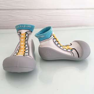 "ATTIPAS: ""New Sneaker Sky"" (Toddler/Baby Boys/Girls Shoes-Socks with Sneakers Pattern) for 18-24 mths"