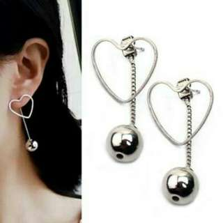 Anting berongga bola liontin