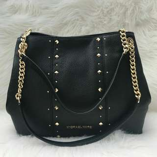 Readystock. Authentic Michael Kors Chain Large Studded in Black