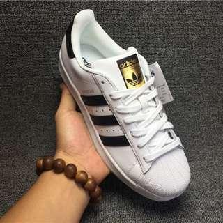 ADIDAS SUPERSTAR 三葉草 貝殼頭 白色黑間金標男女生休閒運動鞋 滑板鞋 慢跑鞋