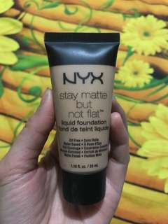 NYX STAY MATE LIQUID FOUNDATION