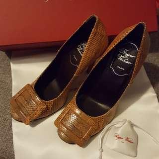 ($1800減到$800)Roger Vivier Snake Heels