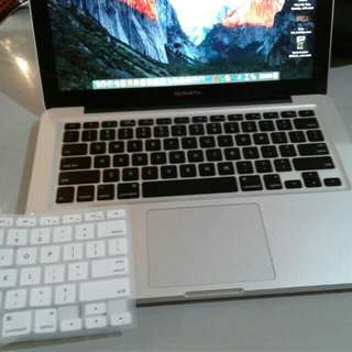 Macbook Pro 13 inch El capitan oS 2gb 500gb hdd