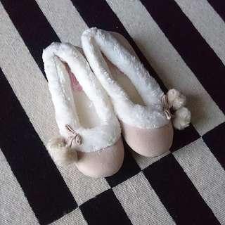 (免運) 英國帶回Lovely暖暖毛絨球球室內鞋