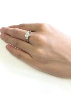 周大福心形鑽石0.97份旁邊兩旁碎石0.03份有單有盒,原價$28900,原蝕讓$23800