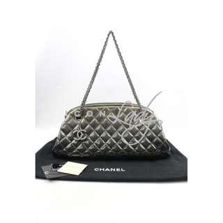 CHANEL A49854 Mademoiselle 漸變金屬銀灰色漆皮 復古銀鏈綴CC Logo 肩背袋 手袋