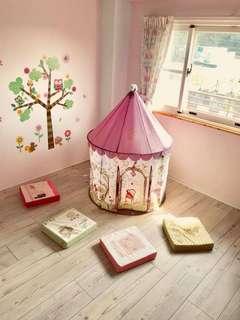 Kit tent, girl house