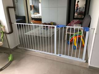 BNIB Safety Gate with FREE* Delivery