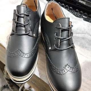 輕量皮質厚底鞋