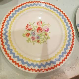 Shabby chic plates / tea cups and saucer