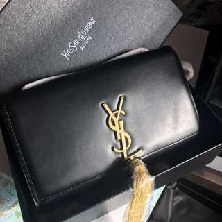 【YSL Small Leather Cross Body Bag 】VIP Gift bag, Incoming stock. Gold chain.