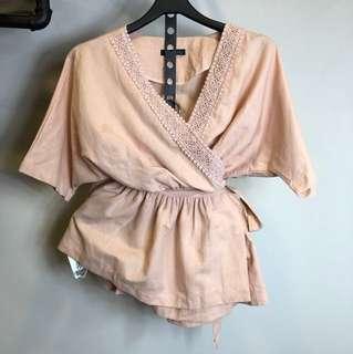 正韓粉色蕾絲雕花短袖綁腰文青氣質短版傘裝上衣
