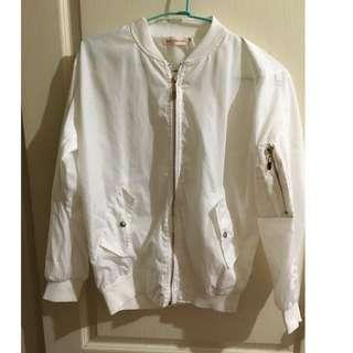 🚚 白色無鋪棉薄飛行外套