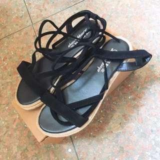 Sweesa交叉綁帶涼鞋(黑)