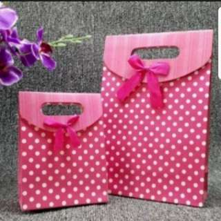 In Stock Fancy Paper Carrier Bag For Gift Goodie Bag For Party And Event Size L 24 × 31 × 10cm