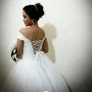 WHITE BALL GOWN FOR RENT with bag and petticoat