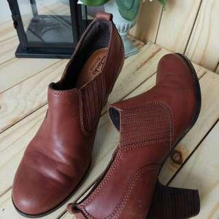Preloved Sepatu Heels CLARKS Coklat Kulit Original